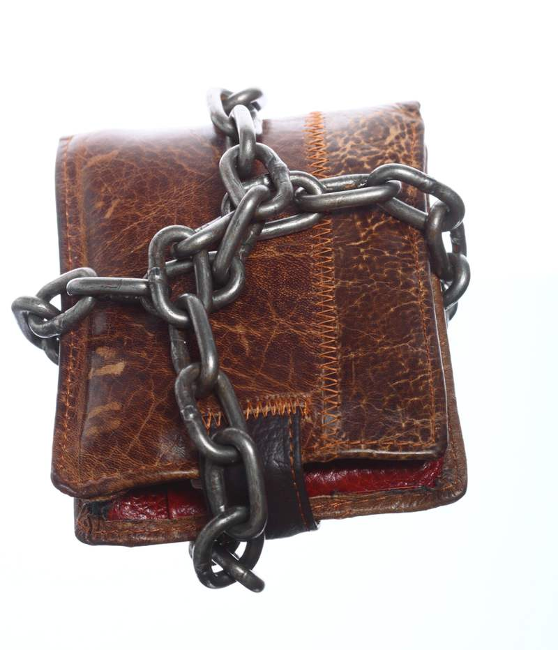 Chained up wallet